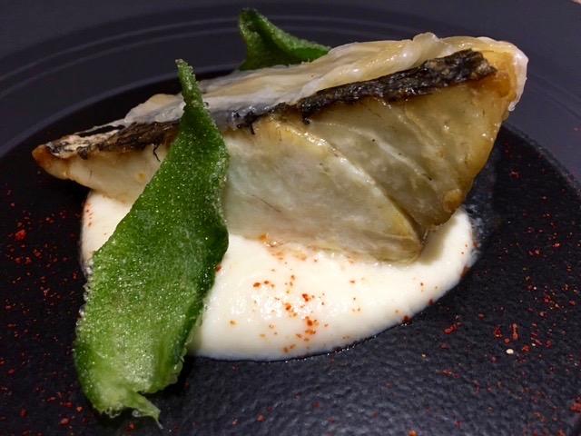 Lomo de cocina con pancita y emulsión de coliflor y queso italiano montasio