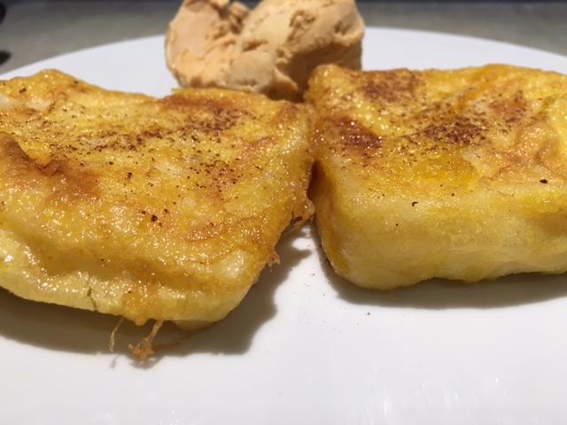 Leche frita con helado de turrón de jijona