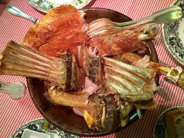 Corderillo lechal asado en horno de leña