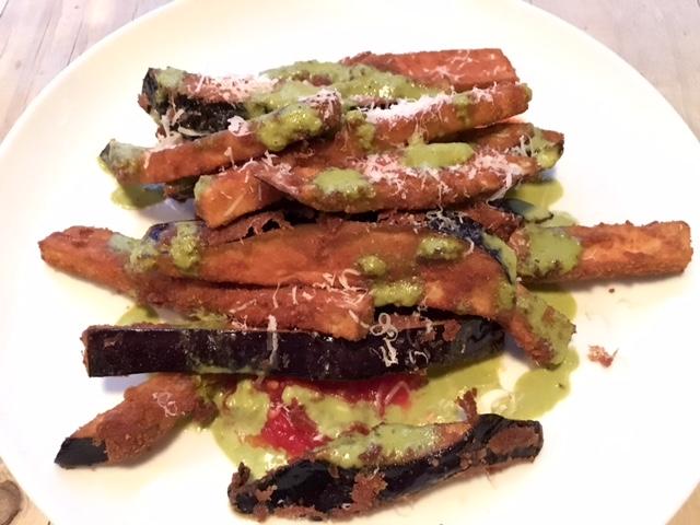 Berenjenas con Pesto de Albahaca, Parmesano y Pomodoro