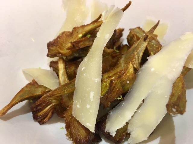 Alcachofas Fritas con Lima y Queso parmesano