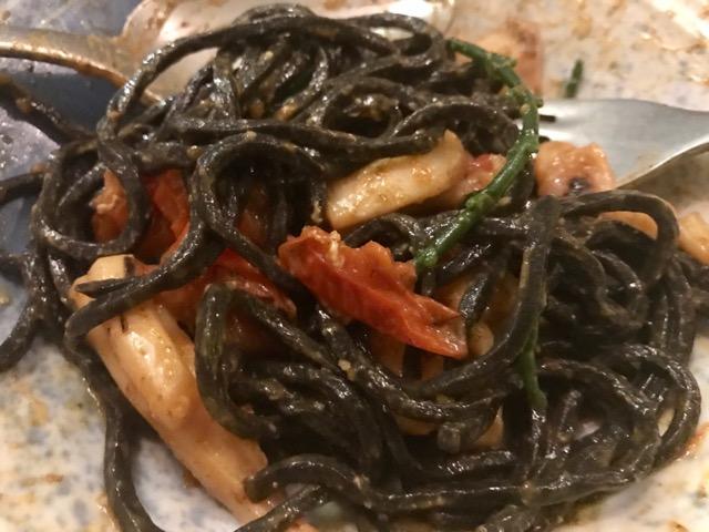Spaghetti Frutti di Mare, almejas, gambas, chipirones, espárragos de mar, tomate cherry semiseco y ajo