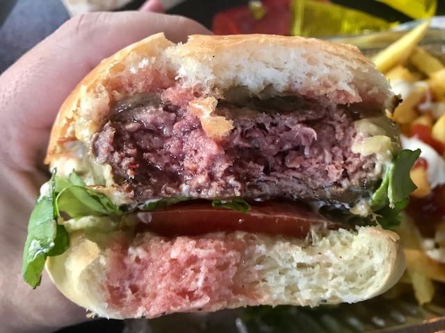 Comer con las manos sin secreto. Clandestino Burger